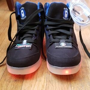 *BRAND NEW* 🚨light up🚨 sneakers